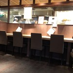 江戸蕎麦 僖蕎 - 店内は居心地がよく作業を見ながら食せる