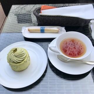 ブルー・ブリック・ラウンジ - ピスターシュ&ミルクティー&シガール