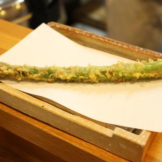 四季折々旬のお魚・お野菜をお出しいたします。