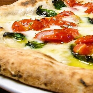 水牛のモッツァレラチーズの甘味を味わう『D.O.Cピッツァ』