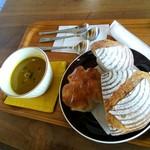 ハルハル - 料理写真:カンパーニュとクルミパンとポタージュ♡
