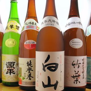 豊富な種類の地酒をご用意!食堂ながらお酒も楽しめます!