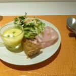 麺匠 パスタバカ一代 - 前菜(パンプキンスープ、シーザーサラダ、モルタデッラ、玉ねぎのキッシュ)
