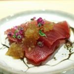 鮨 なんば - 宮城県気仙沼の戻り鰹 玉葱のおろしのせ