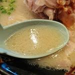 76470956 - 甘味のあるライトな豚骨スープ