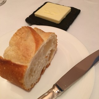 レストラン・モリエール - 料理写真:バゲット&バター