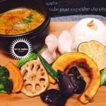 ソル エット アンブラ - スパイスたっぷり薬膳石焼きスープカレー