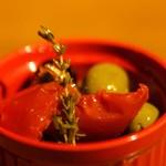 オリーブとドライトマトのマリネ