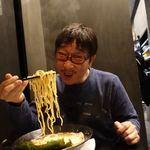 横浜らーめん 源泉 - 醤油豚骨らーめん 680円 + 海苔トッピング パーキングで無料 + 麺大盛り 200円