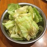 がブリチキン - 【料理】お通しのキャベツ