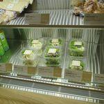 チキンペッカーデリ - サラダの棚