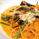 釜あげスパゲッティ すぱじろう - トマトと濃厚チーズ、間違いのない組合せ。細めのパスタもぴたりとはまる