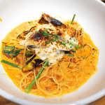 釜あげスパゲッティ すぱじろう - 焼きチーズとなすのクリームミートすぱ(¥1274+じろうセット¥562)。表面をバーナーで炙ってあるのが特徴的