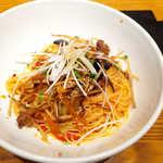 釜あげスパゲッティ すぱじろう - ごぼうとなすのきんぴら風トマトすぱ(¥1004+銀座ビアセット¥518)。箸でいただく細麺アルデンテ