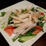ご飯屋 おむすび - 大根と水菜のサラダ