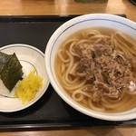 ウエスト うどん - 料理写真:肉うどん=580円 白おにぎり=100円
