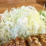 とんかつ幸楽 - 山盛りのキャベツ【料理】