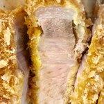とんかつ幸楽 - ロース肉は脂身と赤身のバランスが良いです【料理】