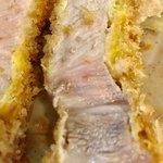 とんかつ幸楽 - ピンク色のお肉で大変柔らかいです【料理】