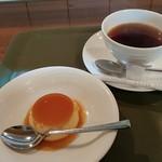 joy - ランチのデザートと紅茶です