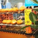石窯パン工房くすくす - 奥:ピロシキ(美味し)&カレーパン(牛筋トロ~)