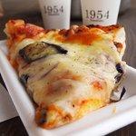 1954 クスクス - 料理写真:ピザパン(ミート)200円