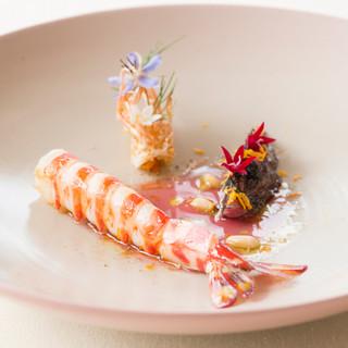 """キュイジーヌ・ノマド=""""旅する料理""""をテーマにした繊細な料理"""