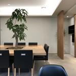 コンパルティール ヴァロール - 中央に大テーブルがあります(2017.11.16)