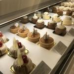 コンパルティール ヴァロール - 種類は少ないのですが、魅力的なケーキばかりです(2017.11.16)