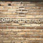 コンパルティール ヴァロール - 店内の壁(2017.11.16)