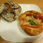 ミナトベーカリー - ブルーベリーとクランベリービューリー、トマトとモッツァレラじゃがいもパン