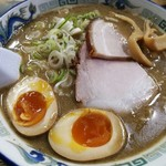 76504021 - こく煮干し 中太麺 味玉子 830円