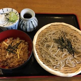 そば処匠庵 - 料理写真:ランチのとりめしとざるそば@790円