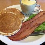 エッグスンシングス 神戸ハーバーランド店 - 朝食セット。名前は忘れた。