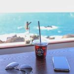 IWABA CAFE - ドリンク写真:アイスコーヒーと海☆