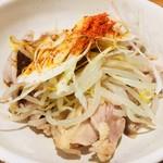 海鮮屋台おくまん 神戸駅前店 - よだれ鶏。味受けが微妙。