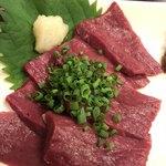 博多もつ鍋 いぶき - 刺身は超新鮮です