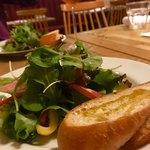 Amelie Cafe - ランチセットのサラダとバケット