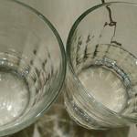 MIZUcafé PRODUCED BY Cleansui - 左は血行促進GREENウォーター(キウイと紫蘇風味を感じる) 右は美容効果のYELLOWウォーター(皮の苦味と柑橘味する)