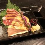 炭火焼dining おかげ家 - 鹿児島直送薩摩地鶏刺し(680円)
