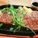 ラウンジバー 匠 - 料理写真:国産黒毛和牛の霜降りサーロインステーキ