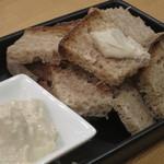 自彩菜酒処 渓 - いしり醤油クリームチーズ&ドリアンさんのカンパーニュ