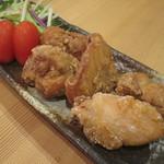 自彩菜酒処 渓 - 米粉で揚げた鶏のから揚げ