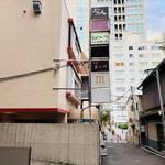 76526714 - 赤坂二丁目交番前の路地裏へ!