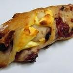 ブーランジェリー クク - クリームチーズとベリーのパン