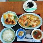 76526970 - 海老とブロッコリー炒め ヒレカツセット880円(ライス・スープ・コーヒー付)