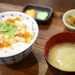 北海王 - ズワイガニ バラちらし丼¥700
