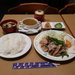 ピクルス - 豚肉とピーマンの炒め(目玉焼き付)