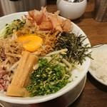 麺作 赤シャモジ 新潟東店 - 辛しびまぜしゃもじ+追い飯(無料)