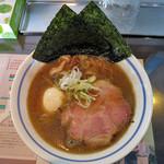 Menyaseiunshi - 料理写真:炙り煮干正油らぁ麺 ピロピロ麺